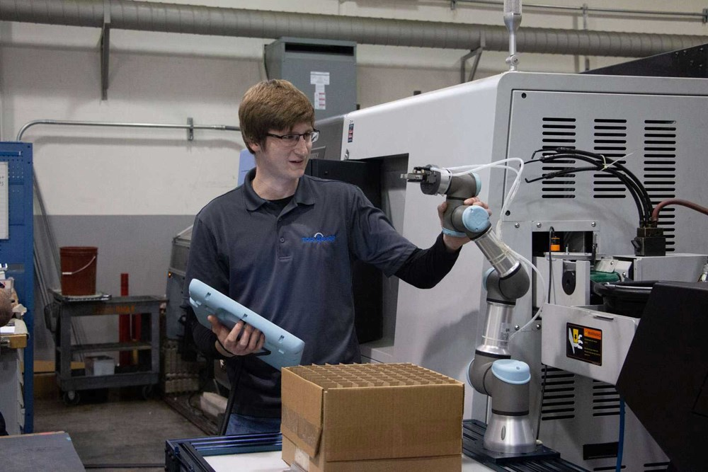 Industrial Robots – Differences Between Traditional and Collaborative Robots in 2021